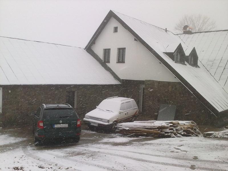 Sněží